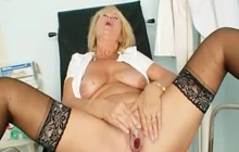 Mature pussy gaping