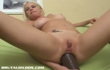Jayda Diamonde solo dildo fucking